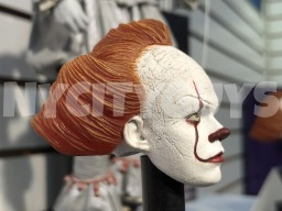NECA Pennywise Head Side (NYTF)